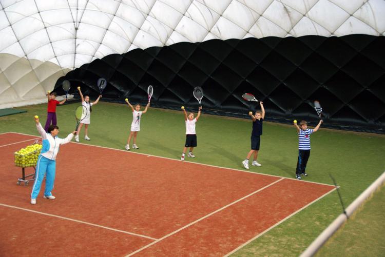 Теннис занятия с детьми в зале
