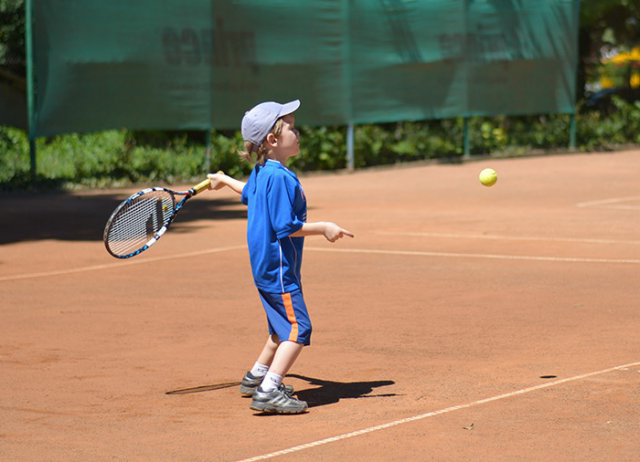 Как натянуть теннисную ракетку ребёнку